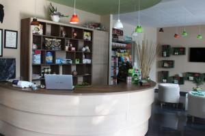 Il negozio MadreTerra, in fondo l'area relax e formazione