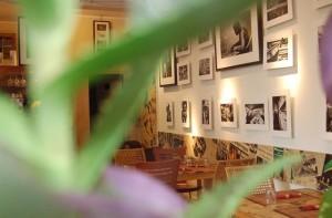 L'interno accogliente del locale Gaia.bio