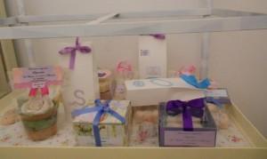 Una selezione di saponi ed altri prodotti naturali