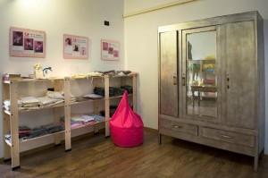 Un'altra vista dello showroom con i prodotti per mamma e bebè