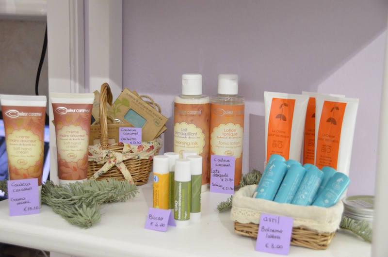 Una selezione dei tanti cosmetici bio disponibili nel negozio